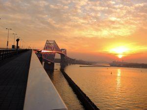 夕焼けが照らす東京ゲートブリッジ