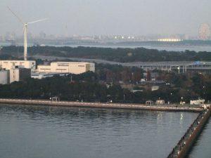 東京ゲートブリッジ中央部から見る若州キャンプ場