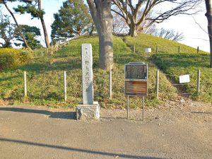 野毛大塚古墳の石碑