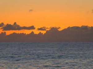 太陽が昇る前の水平線