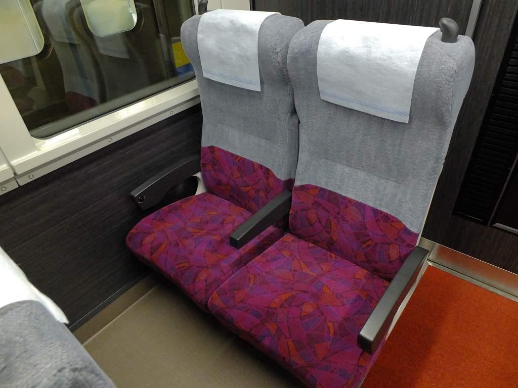 E235系1000番台 グリーン車座席