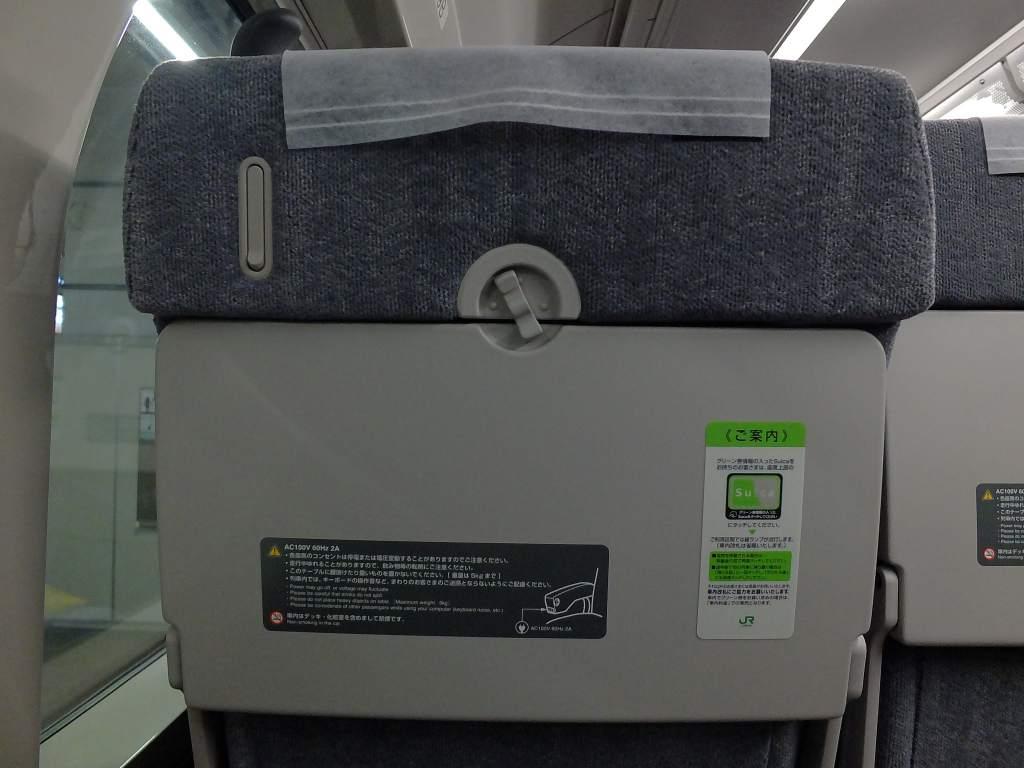 E235系1000番台 グリーン車座席テーブル