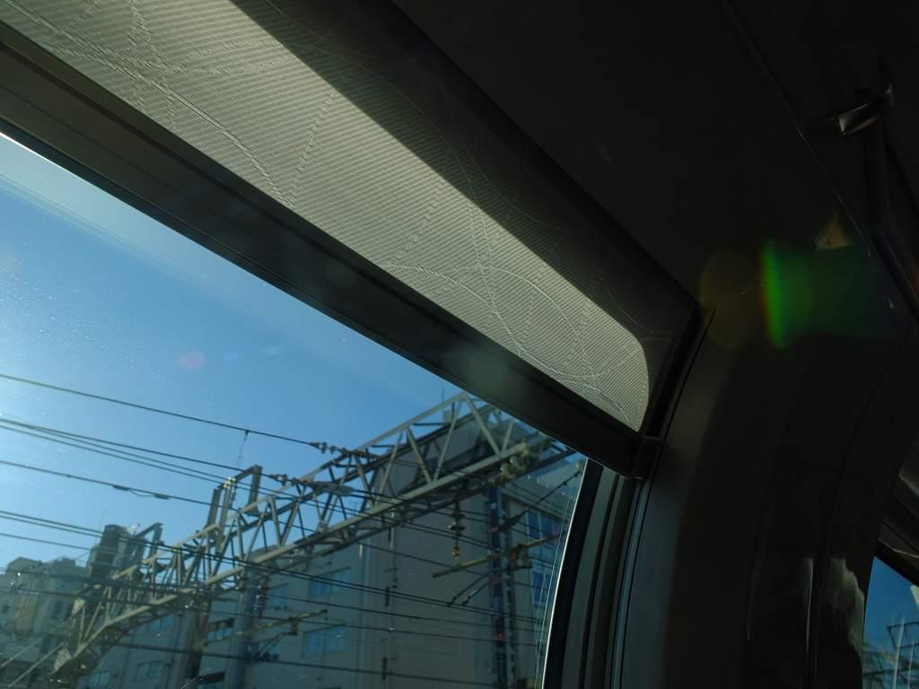 E235系1000番台 グリーン車カーテン(開けた状態)
