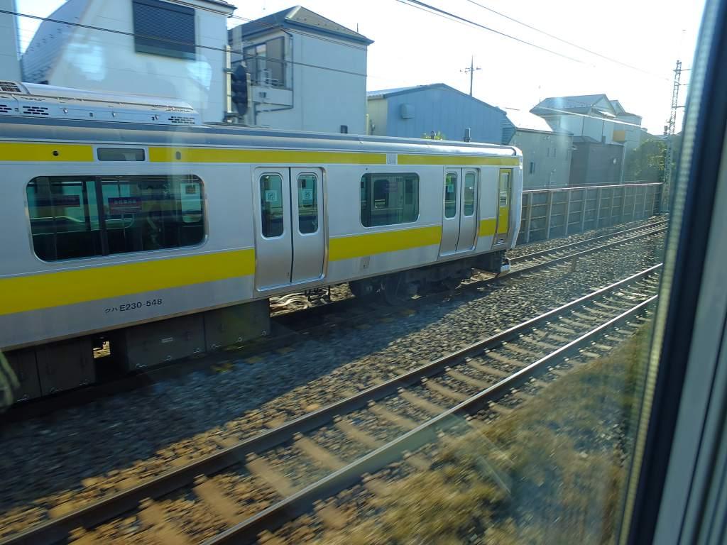 E235系1000番台 グリーン車2階席の車窓(中央・総武線と併走)